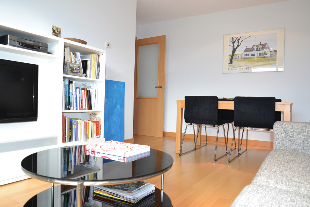 Reforma de apartamento entorno interior for Color gris perla para salon